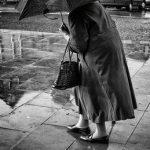 Câu chuyện về cụ bà 98 tuổi đi bộ 3 km dưới trời mưa để trả tiền nợ vay từ 5 thập kỷ trước