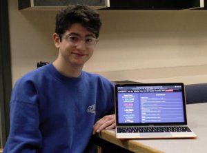 Avi Schiffman bên cạnh trang web của mình, Ảnh Annie Poole